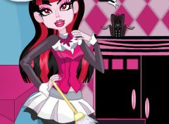 Monster High Limpando a Casa
